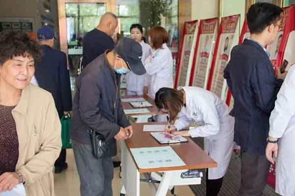 白医大80周年|25位北京肿瘤专家疑难肿瘤会诊在长春龙8国际备用官网举行