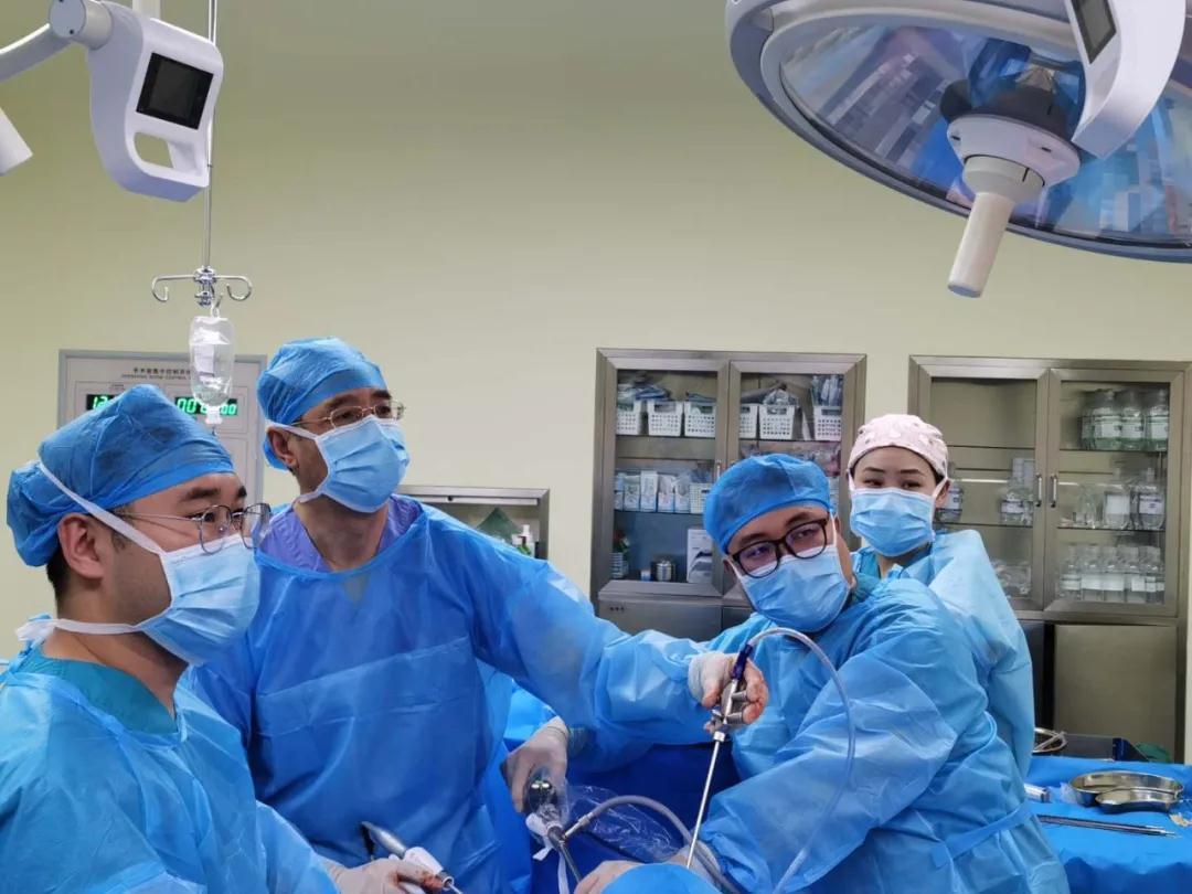 意外腰伤竟检查出输尿管癌?10个小时手术重获新生!